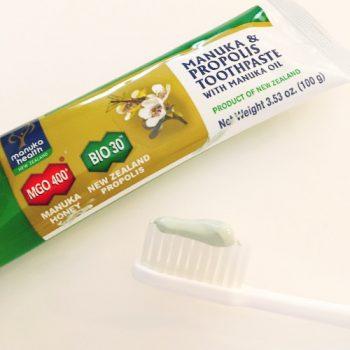 マヌカハニーとプロポリス配合の歯磨き粉
